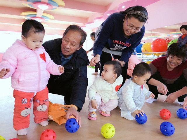 一中幼儿园举行0—3岁亲子游戏指导活动