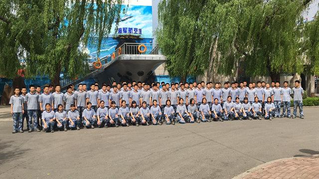 喜迎海军70华诞,海空雏鹰送祝福――我校组织海航班学员收看海军建军70周年阅兵式